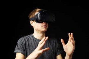 Training mit Virtual Reality-Brille bei neurologischen Erkrankungen; Redaktion Simone Giesler